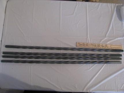 Twisted Pickets 30 in. Set 4 Metal