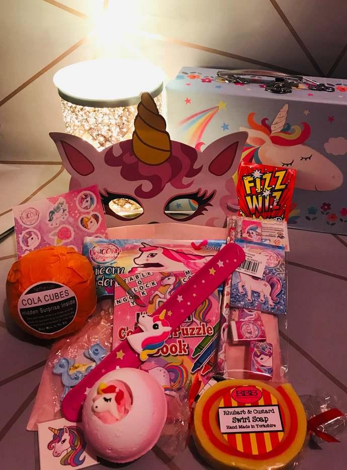 XL I believe in unicorns Gift case