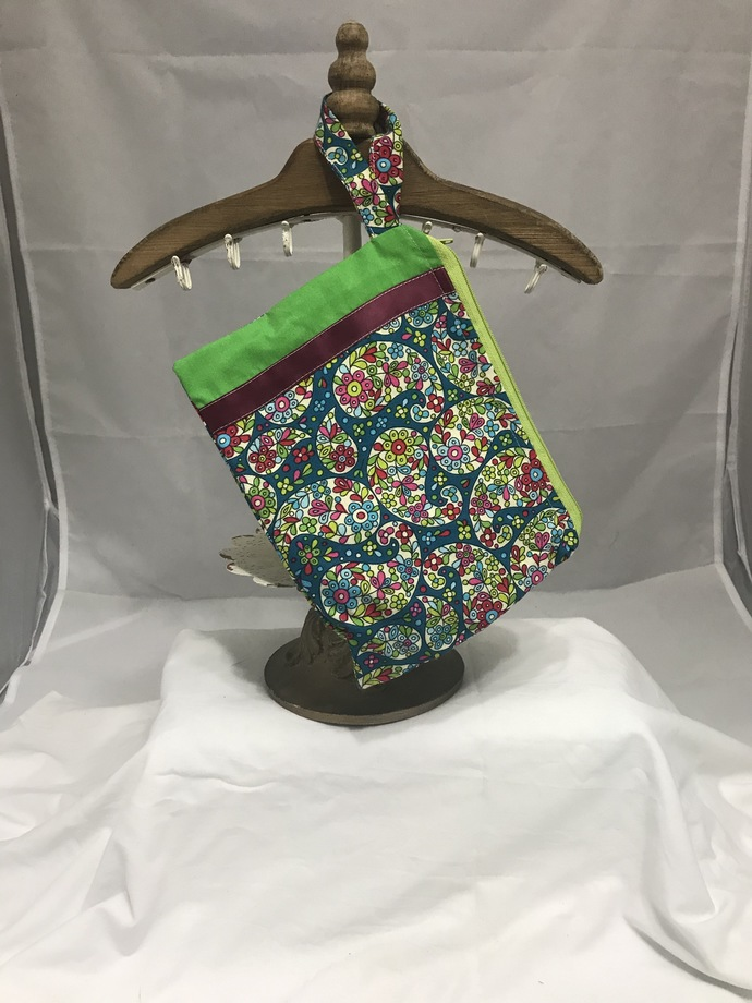 Green Paisley Fully-Lined Zippered Bag