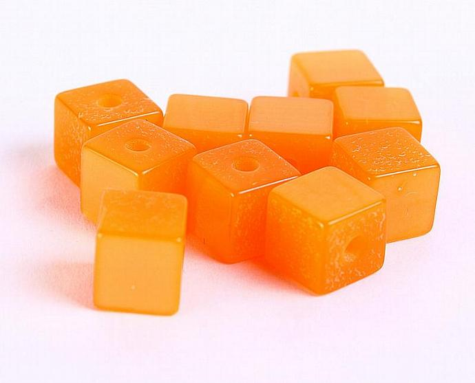 Cube resin beads pumpkin orange 7mm 10pc  (191)
