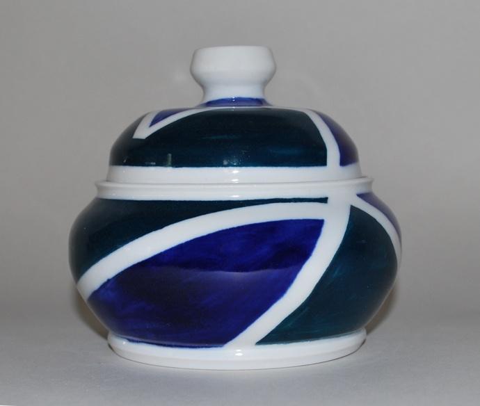 """Jar - Unique small porcelain - 4 3/4"""" x 4 1/4"""""""