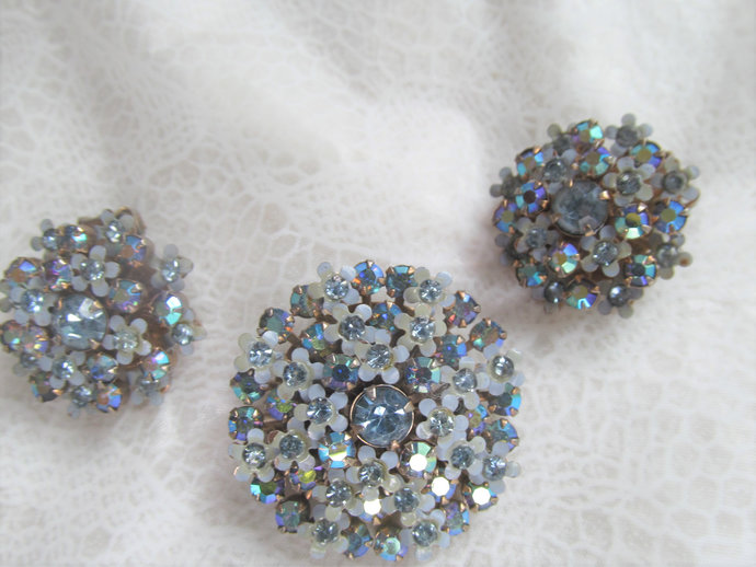 WEISS signed vintage blue Aurora Borealis rhinestone set w brooch and earrings
