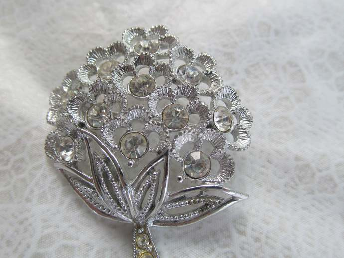 SARAHCOV signed vintage rhinestone brooch from the 60's depicting flower