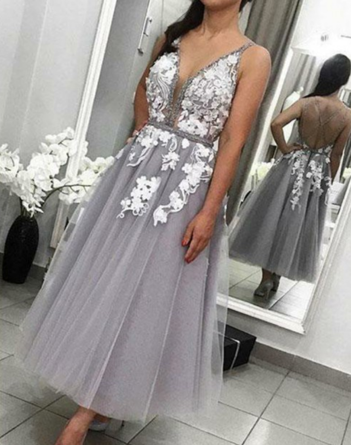Elegant V-neck Sleeveless Tea-Lenght Prom Dress with Appliques