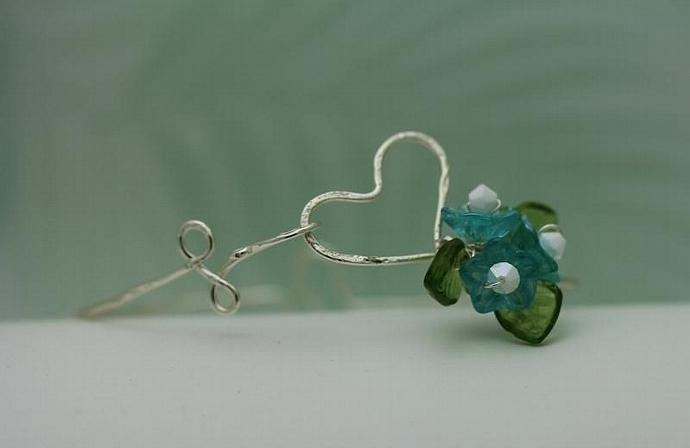 Wirework Heart with Aqua blue Glass Bouquet Flower bangle  bracelet