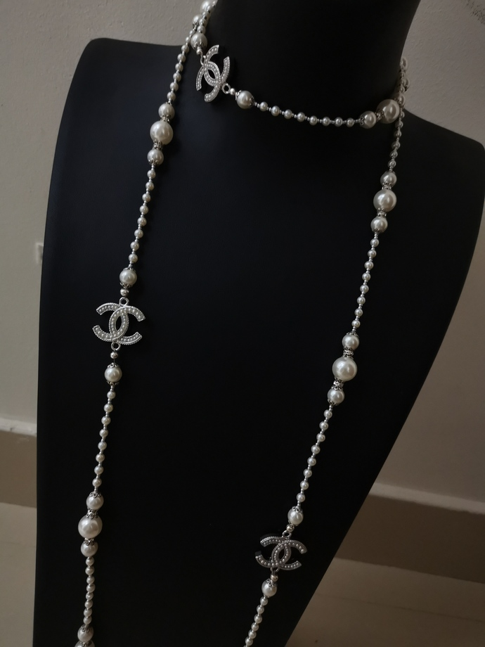 Long pearl necklace inspired jewellery