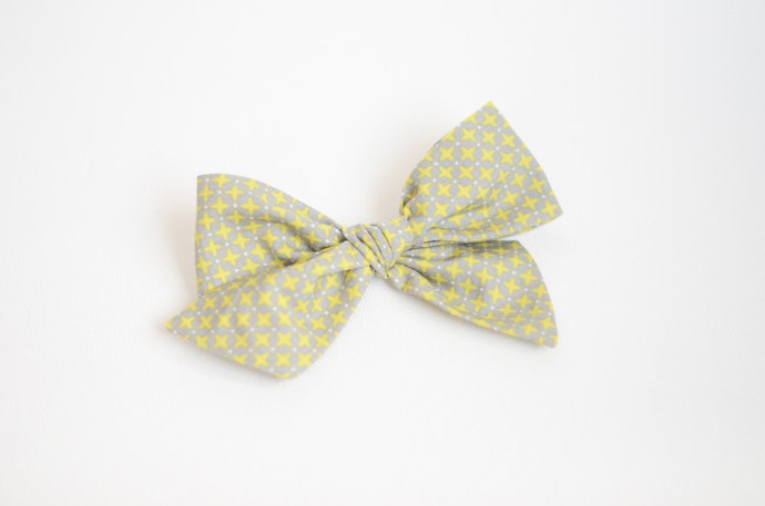Large Lizzy Clip - CrissCross Green on Gray
