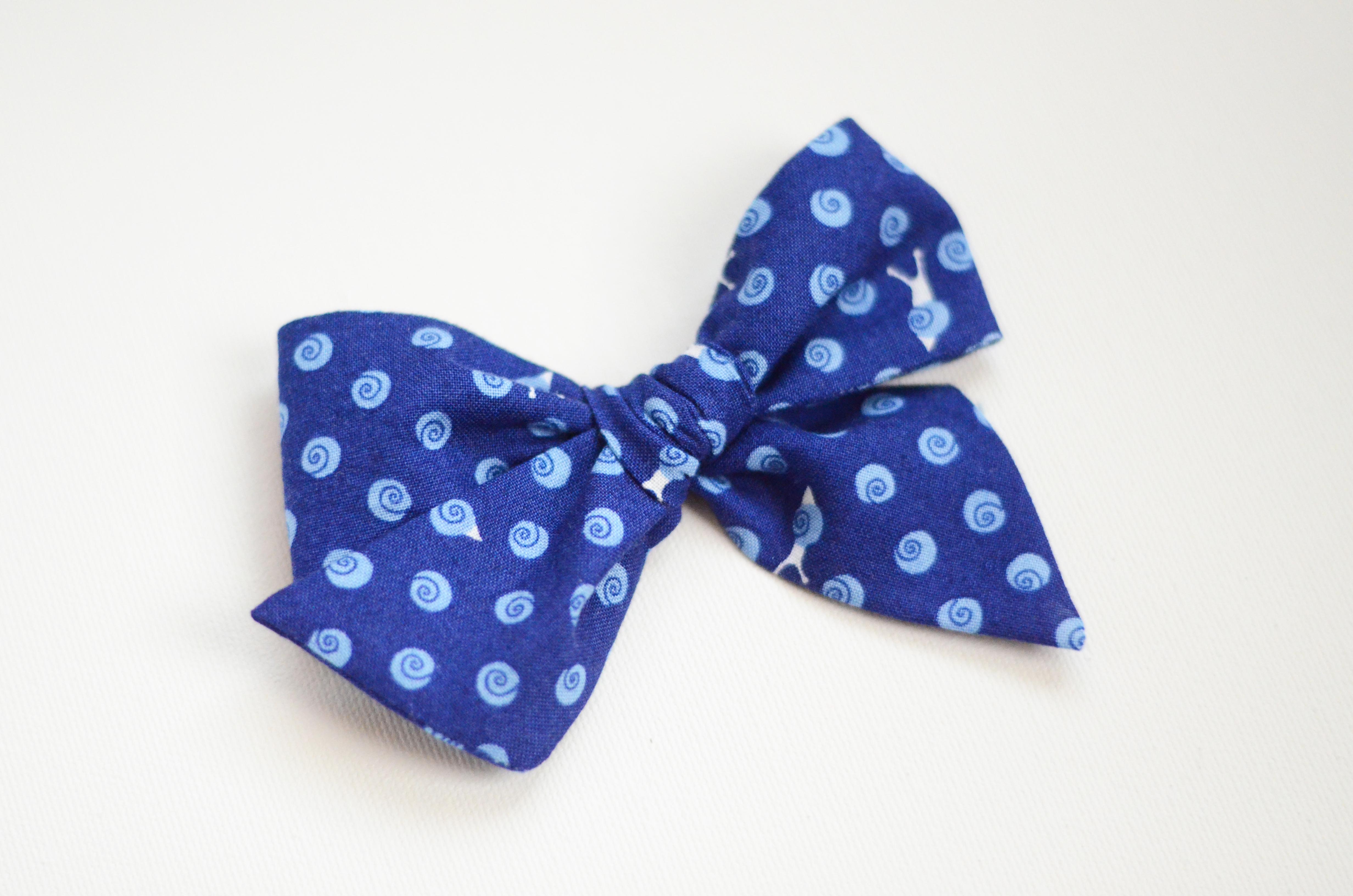 Large Lizzy Clip - Snails on Blue