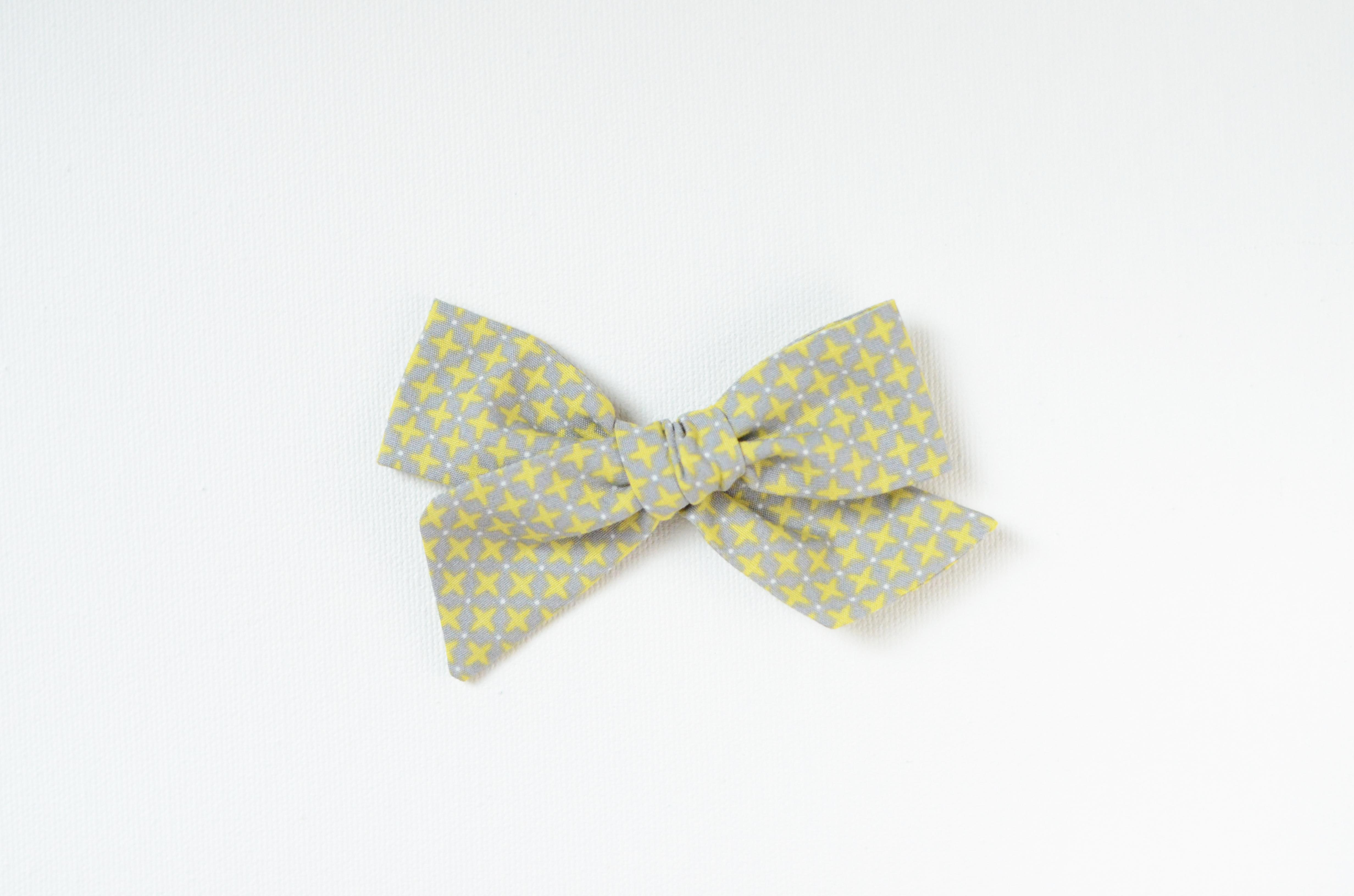 Medium Lizzy Bow - Crisscross Green on Gray