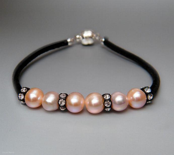 Light Pink Freshwater Pearls Bracelet Swarovski Crystal Black Suede Rose
