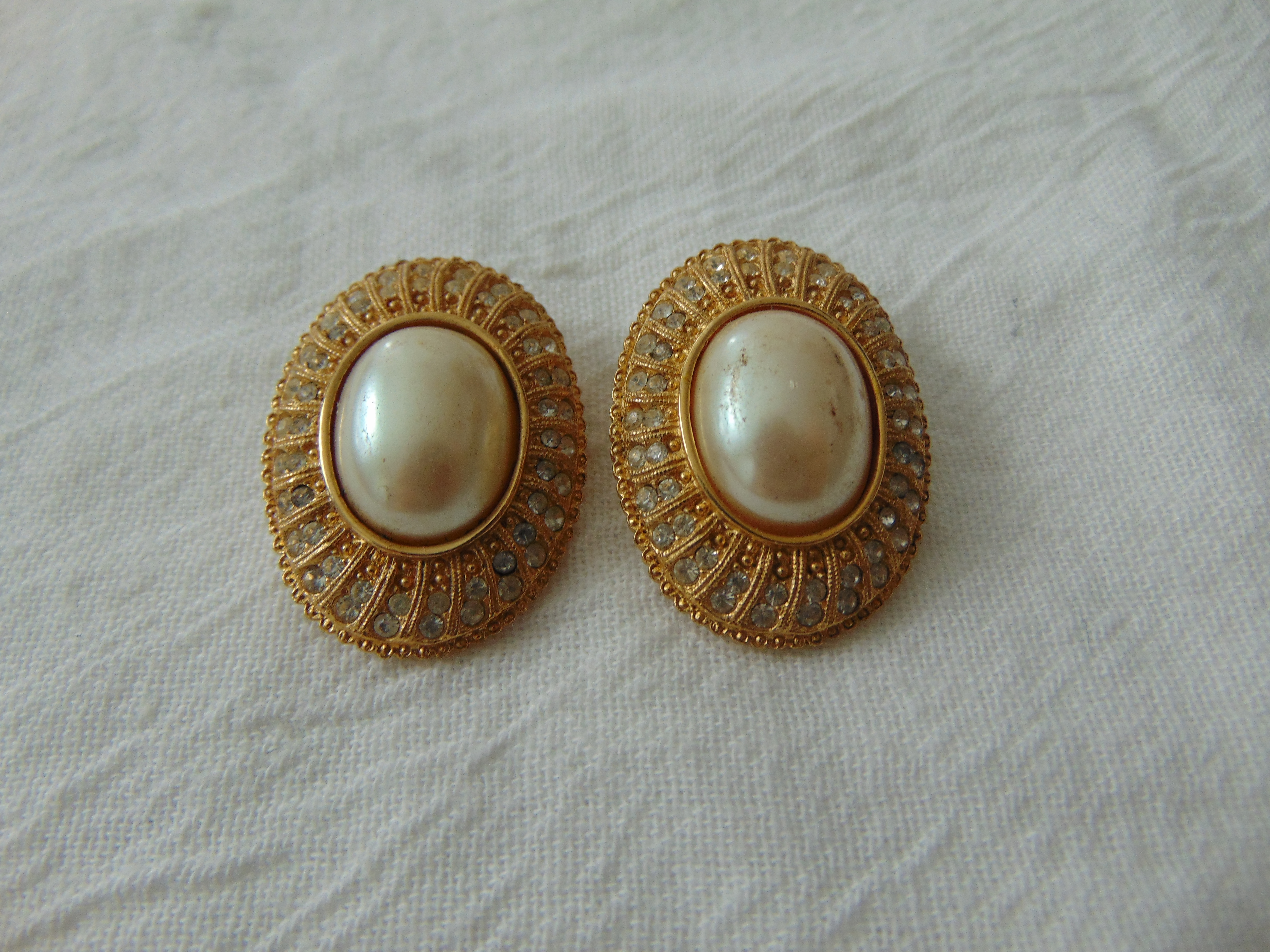 vintage Richelieu signed crystal pearl clip on earrings
