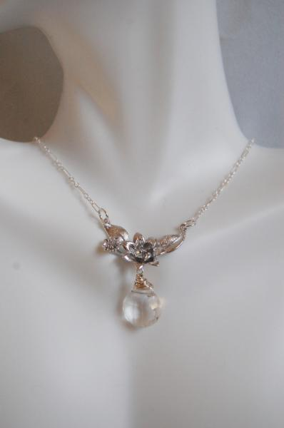 *  Crycrystal Quartz And Flower pendant Necklace
