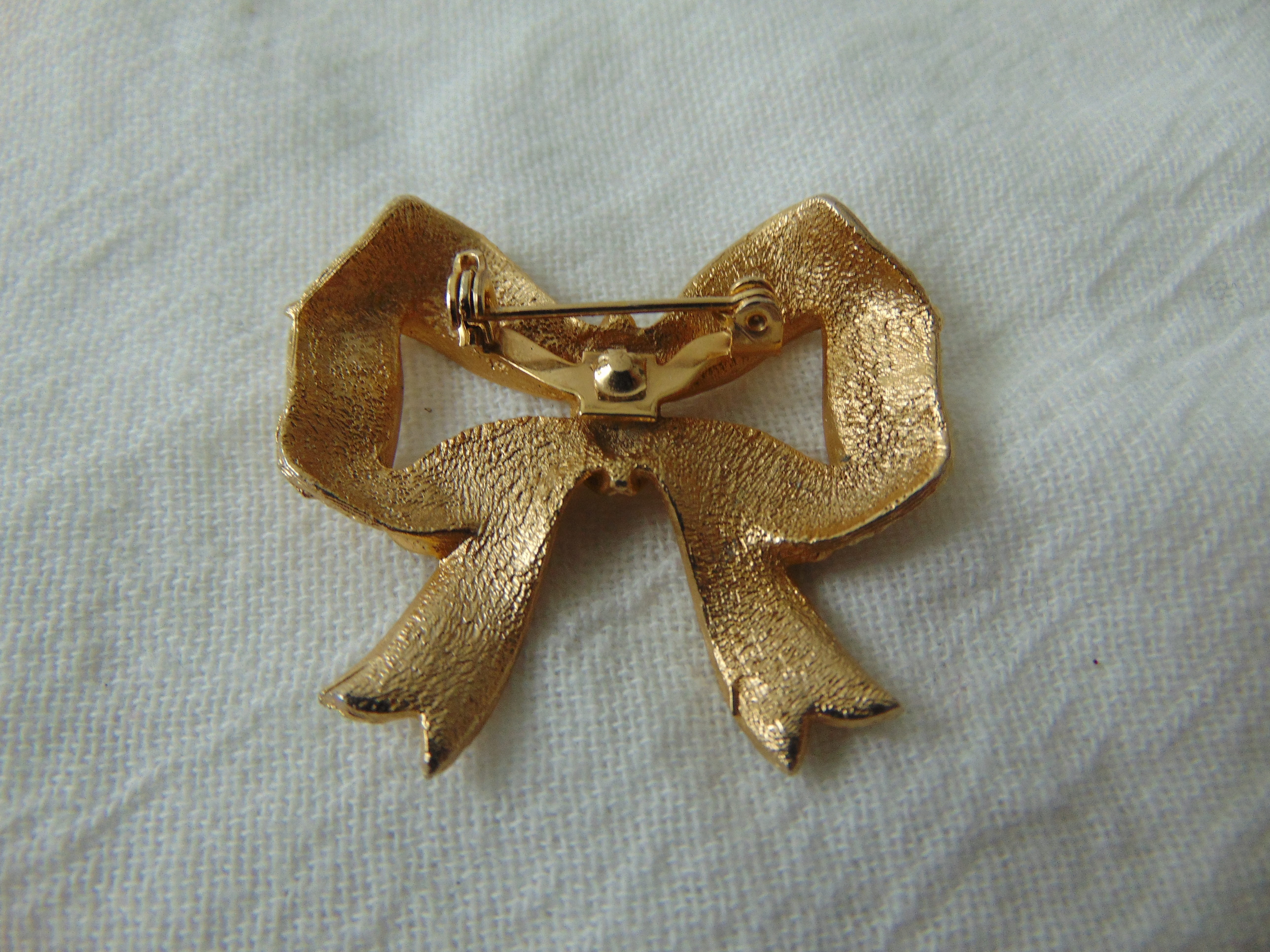 vintage brushed gold bow pin