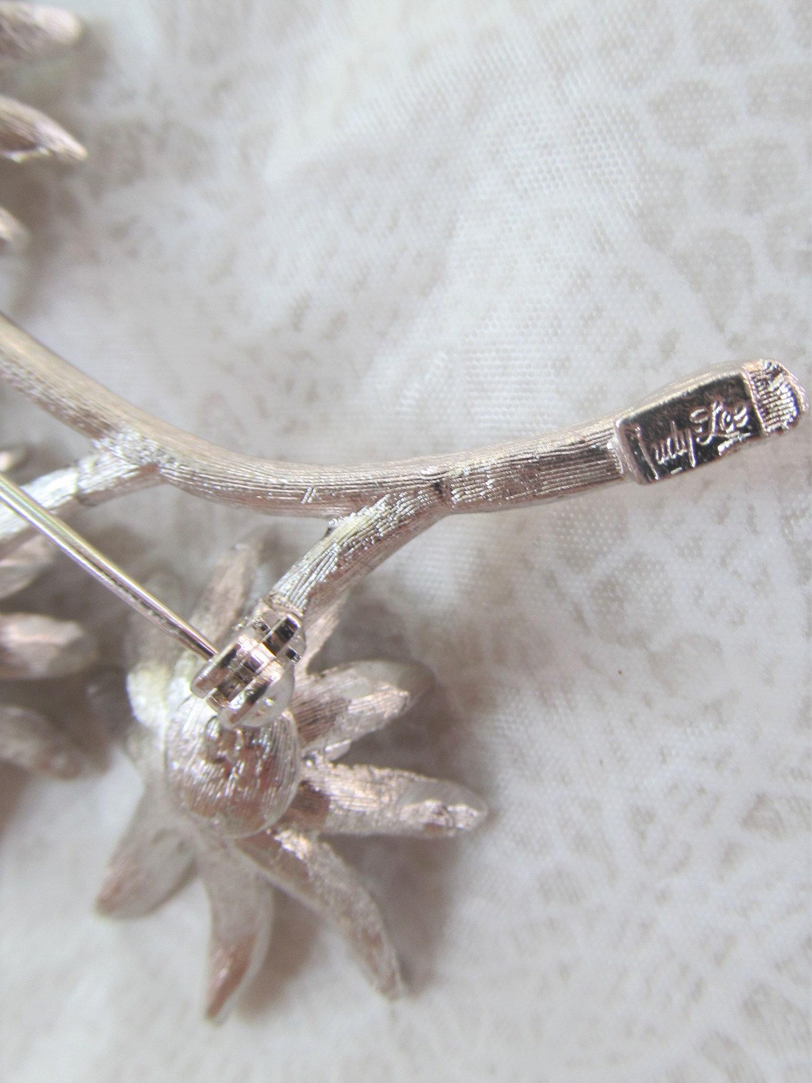 JUDY LEE large signed vintage brooch 4 silver flowers motif