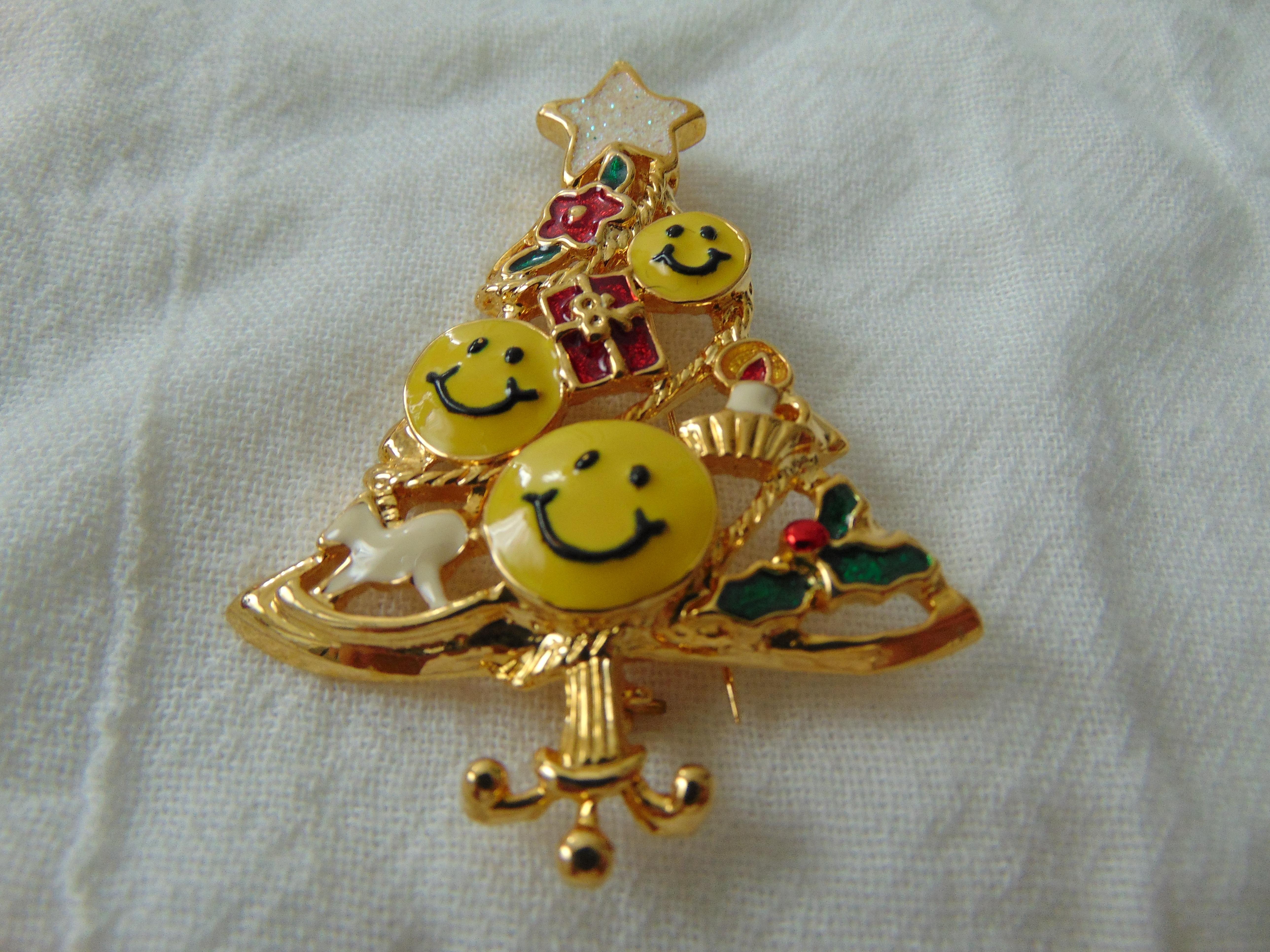 vintage SFJ signed smiley face christmas tree pin steinmetz