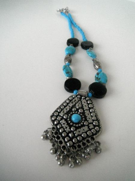 Arabesque Black & Blue 18 1/2 inch Necklace