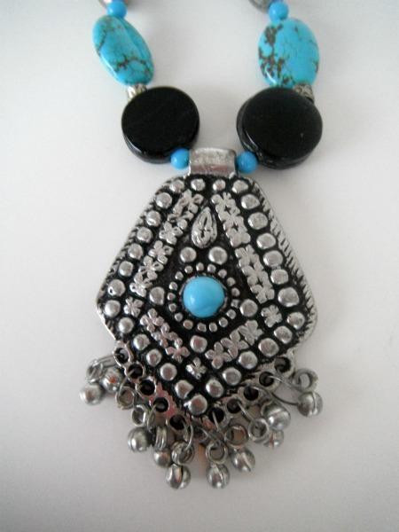Arabesque Black & Blue 18 1/2 inch Necklace