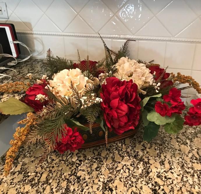Cheerful non-seasonal table centerpiece