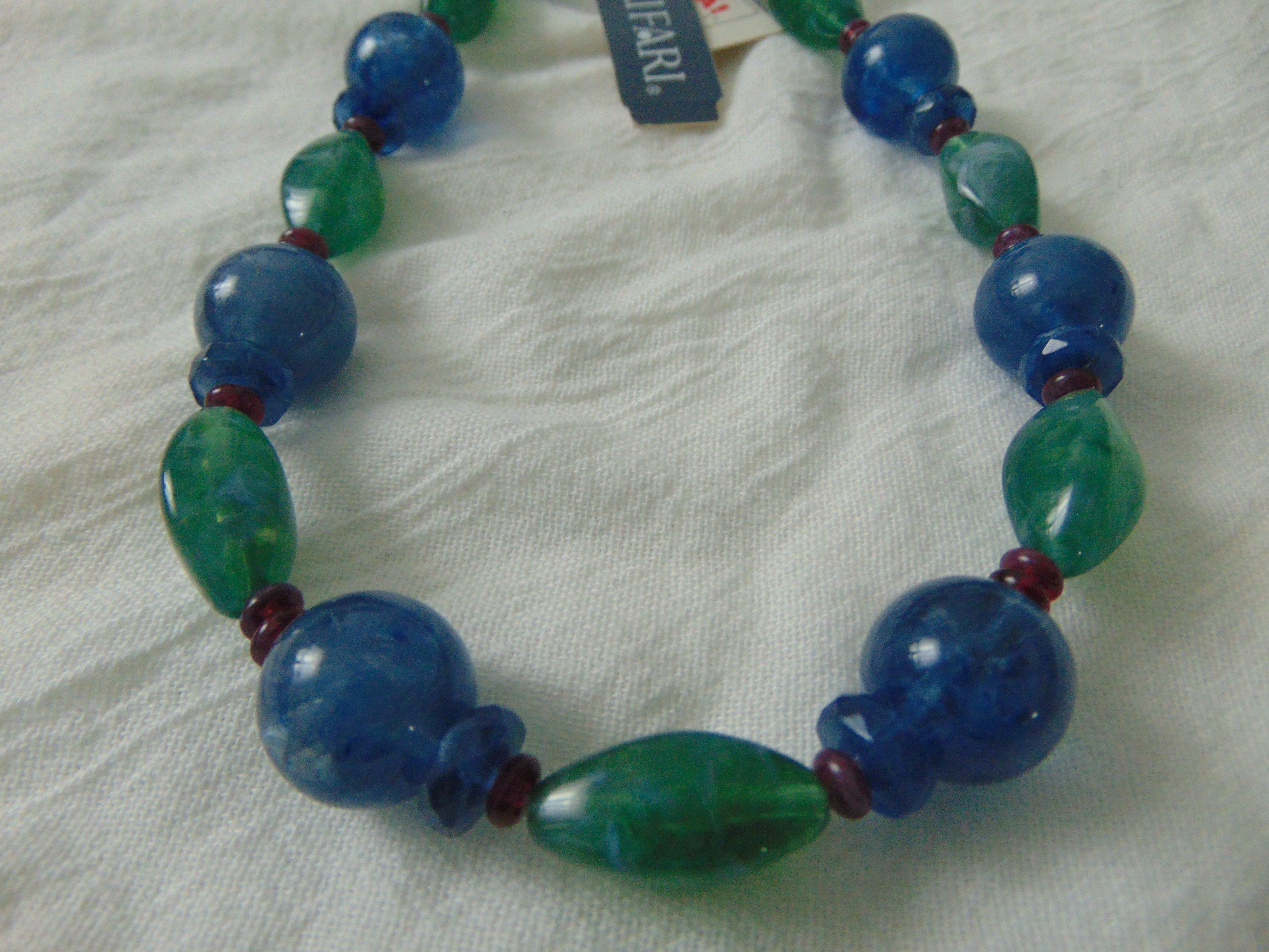 vintage Trifari signed blue green garnet marbleized lucite beads necklace
