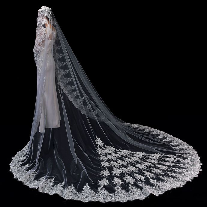 Wedding Bridal Veils Beautiful Long Veil with Lace and Metal Comb at the Edge