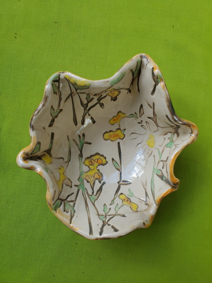 """Hand painted floral patterned bowl 7"""" diameter, 3 1/2"""" high"""