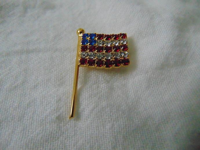 vintage red white blue crystal American flag pin NOS sparkling patriotic