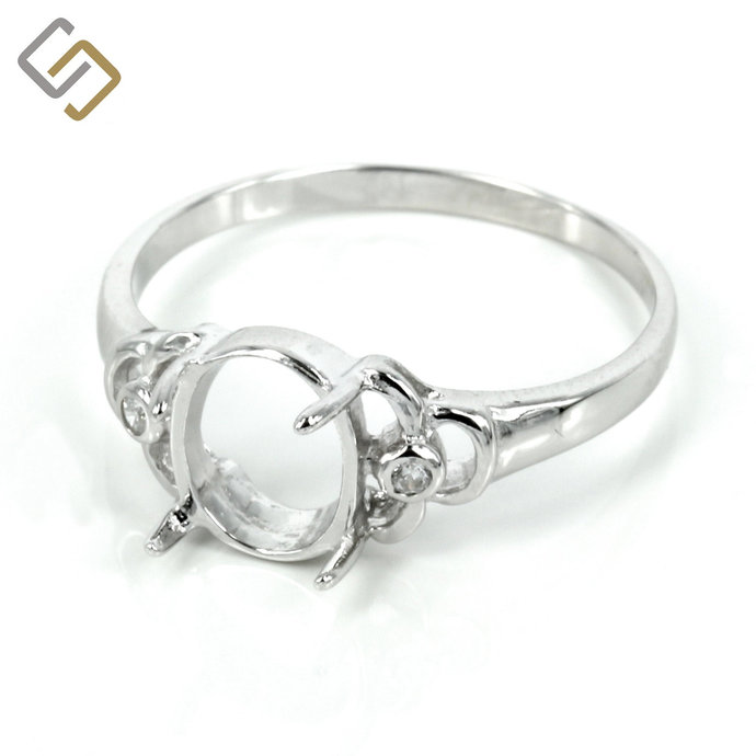 Elegant framed oval ring with Cubic Zirconias and prong setting in sterling