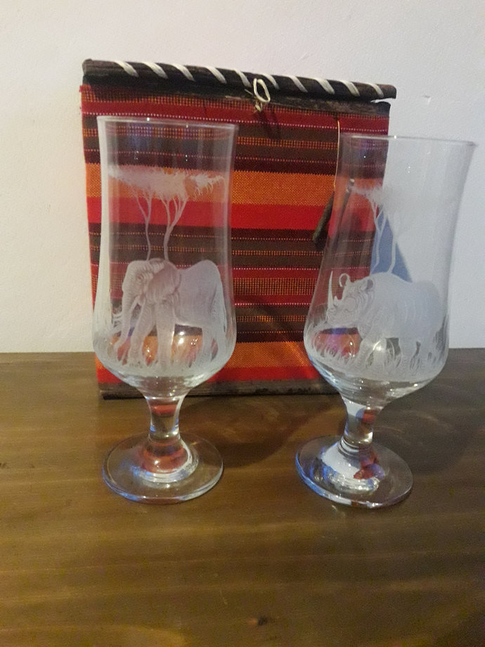 2pcs engraved beer pint glasses with Africa's Big 5, wedding gift, Anniversary
