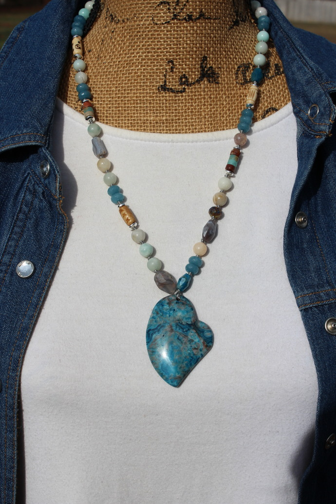 Heart necklace, Beaded Necklace, Agate Jewelry, Blue Necklace, Jewelry gifts for