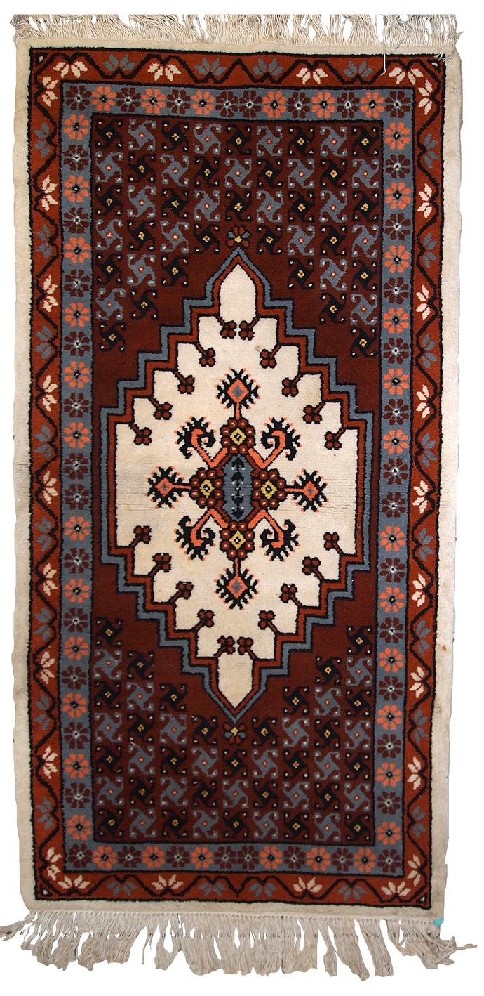 Handmade vintage Moroccan Berber rug 2.6' x 5.6' (81cm x 170cm) 1970s - 1C630