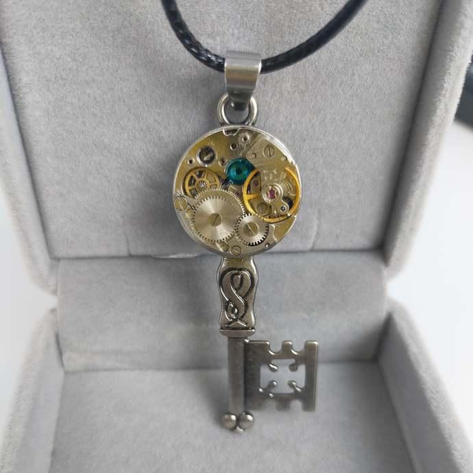 Vintage vintage fine silver vintage steampunk handmade key crystal necklace gear