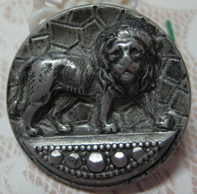 Antique Pewter Lion Button Medium Size