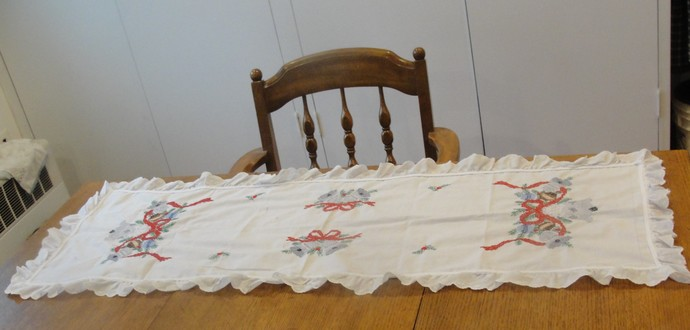 "Christmas, Holiday, Table Runner, ""Silver Bells"", Eyelet, Lace, Cotton, New"