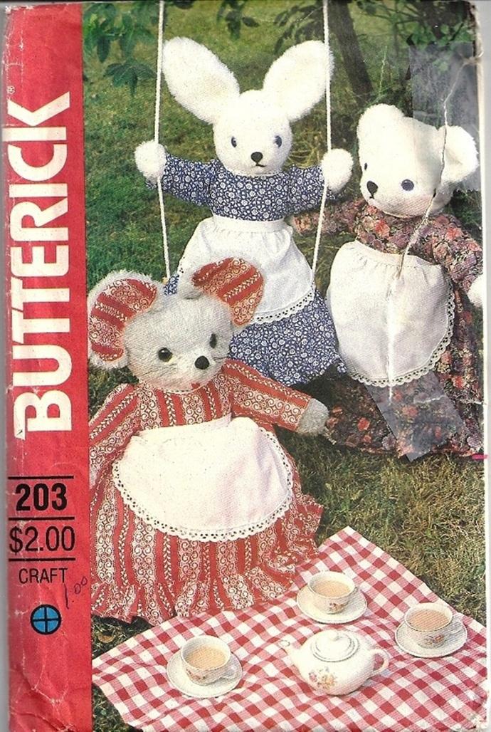 Butterick 431/203 Rabbit, Mouse, Bear, Clothes Pajama Bag 80s Vintage Sewing