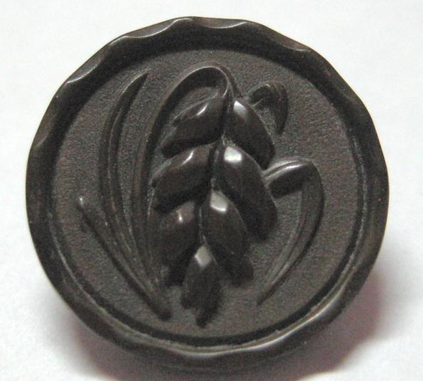 Small Gutta Percha picturing wheat Old Button