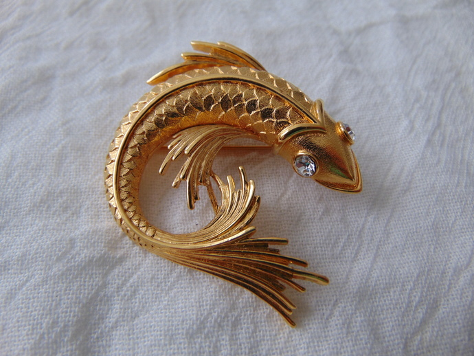 vintage Monet signed gold plated clear crystals Koi fish pin pin