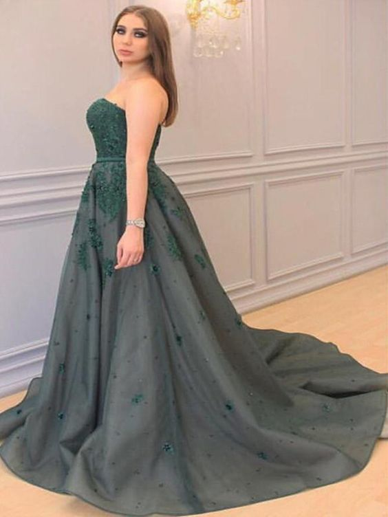 A-Line/Princess Sweetheart Sleeveless Applique Court Train Tulle Prom Dress