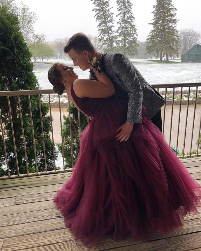 Burgundy Prom Dress,A-Line Prom Gown,Tulle Evening Dress,V-Neck Prom Gown 039