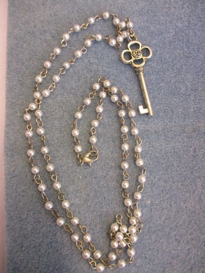 Linda's Jewelry - Very pretty Long Pearl Beaded Key Chain