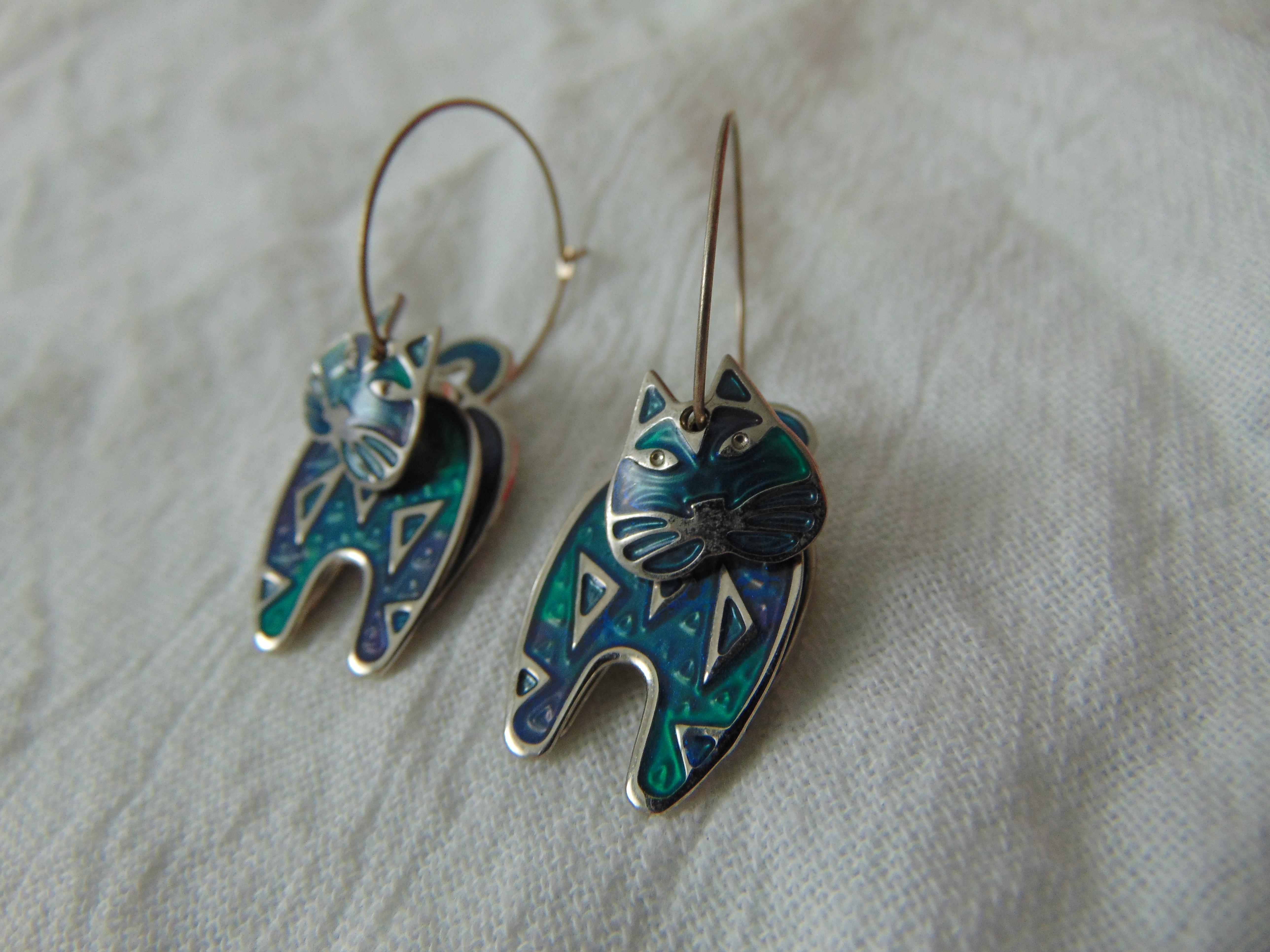 vintage berebi signed teal blue silver segmented cat hoop earrings pierced