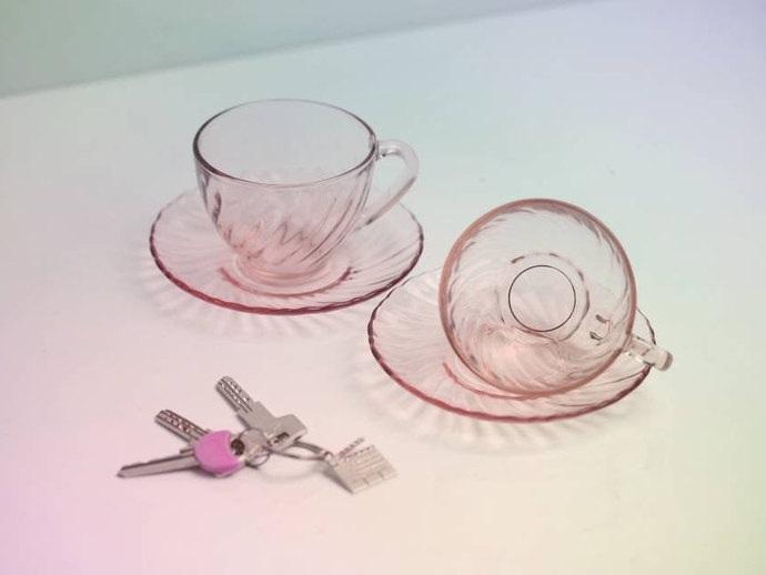 Arcoroc (France) Rosaline Pink Swirl Large Tea Cups and Saucers / Set of 2 /