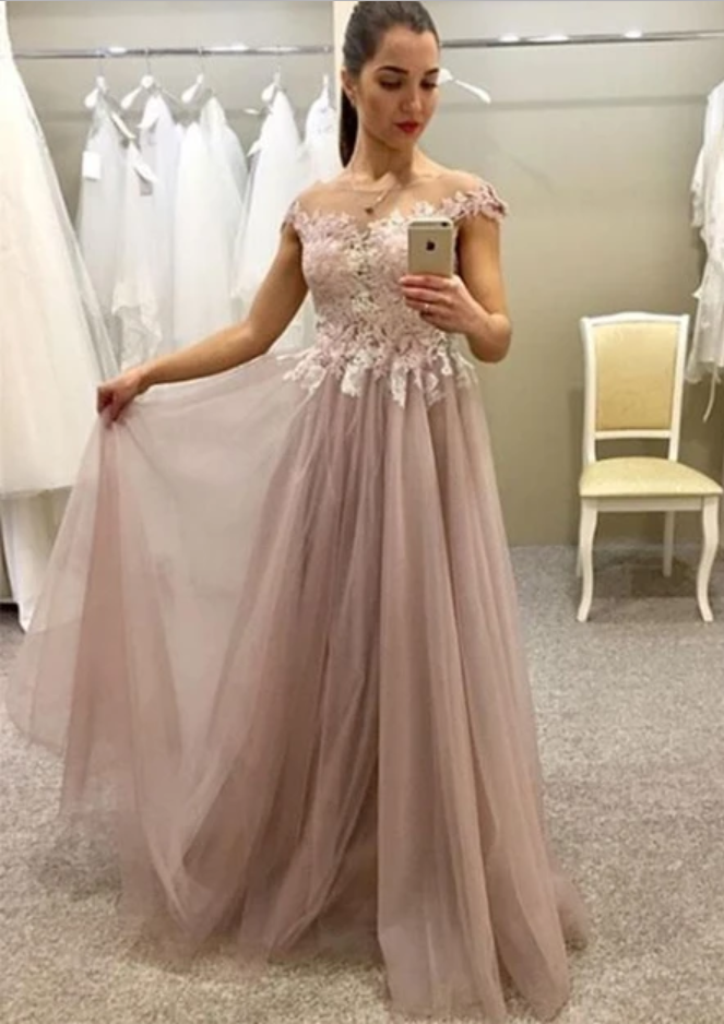 Charming A-Line Round Neck Tulle Long Prom Dress with Appliques