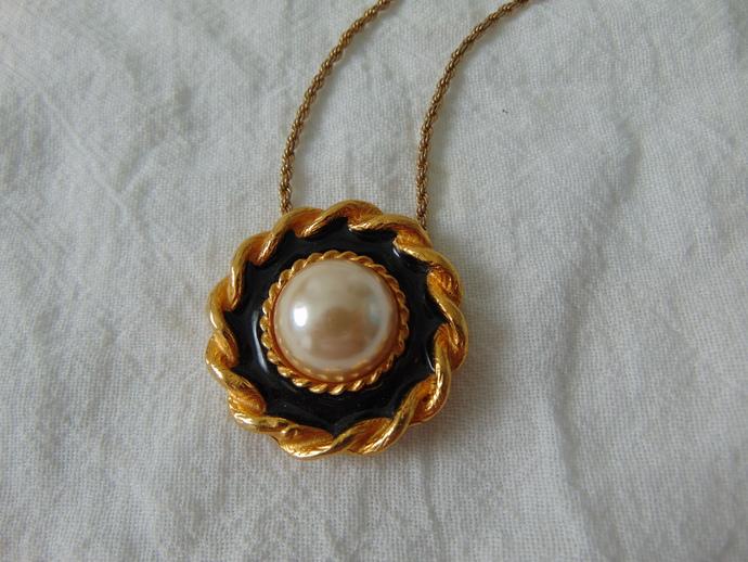 vintage Yosca signed pearl black enamel pendant necklace