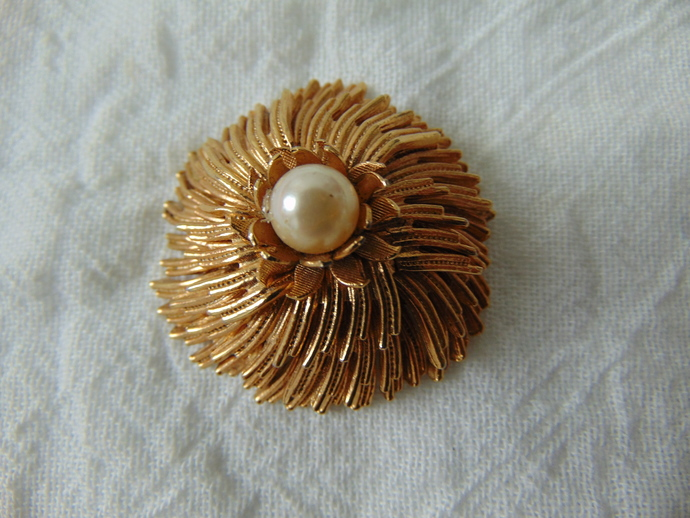 vintage Vendome signed gold pearl layered flower pin