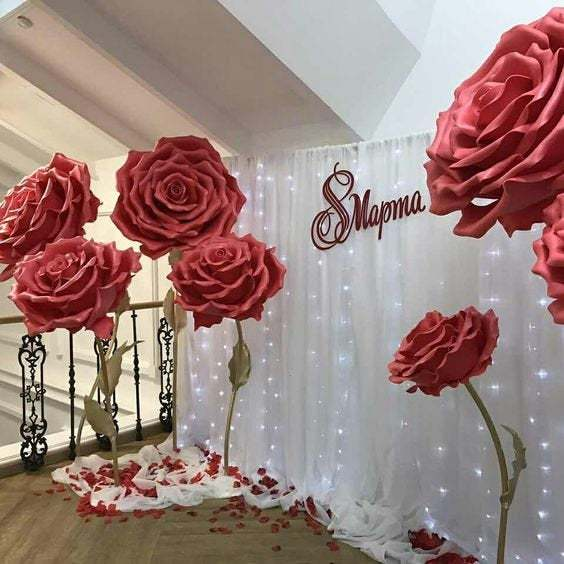 Large paper flowers for the photo zone. Giant flowers for wedding decoration.