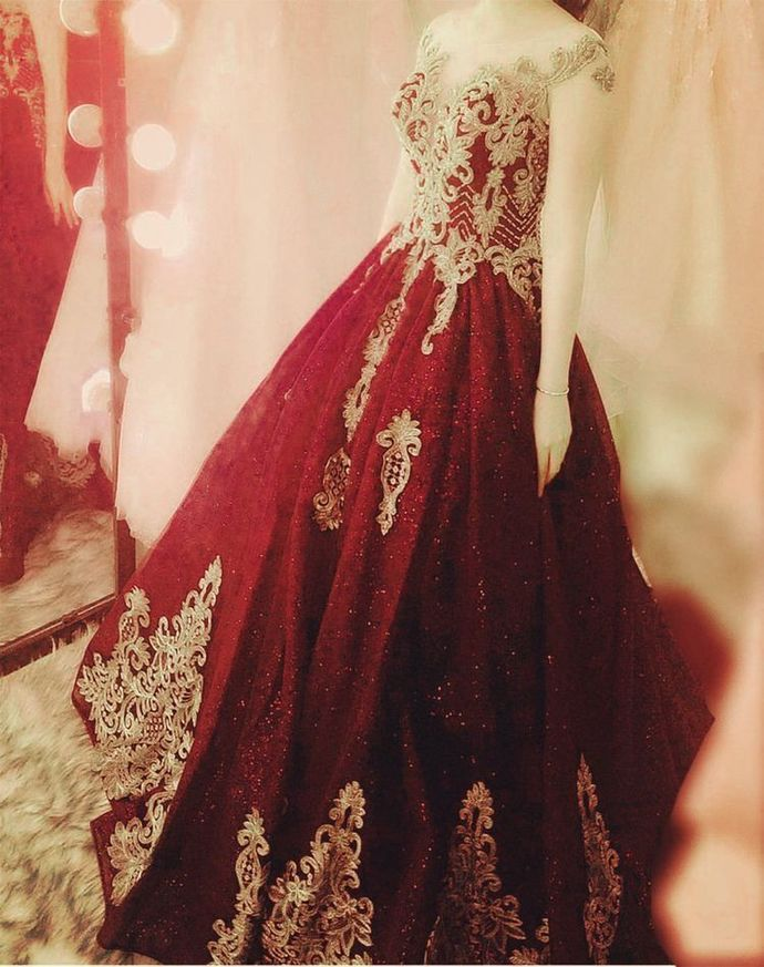 Elegant Burgundy Ball Gown Prom Dresses Appliques Quinceanera Dresses H5500