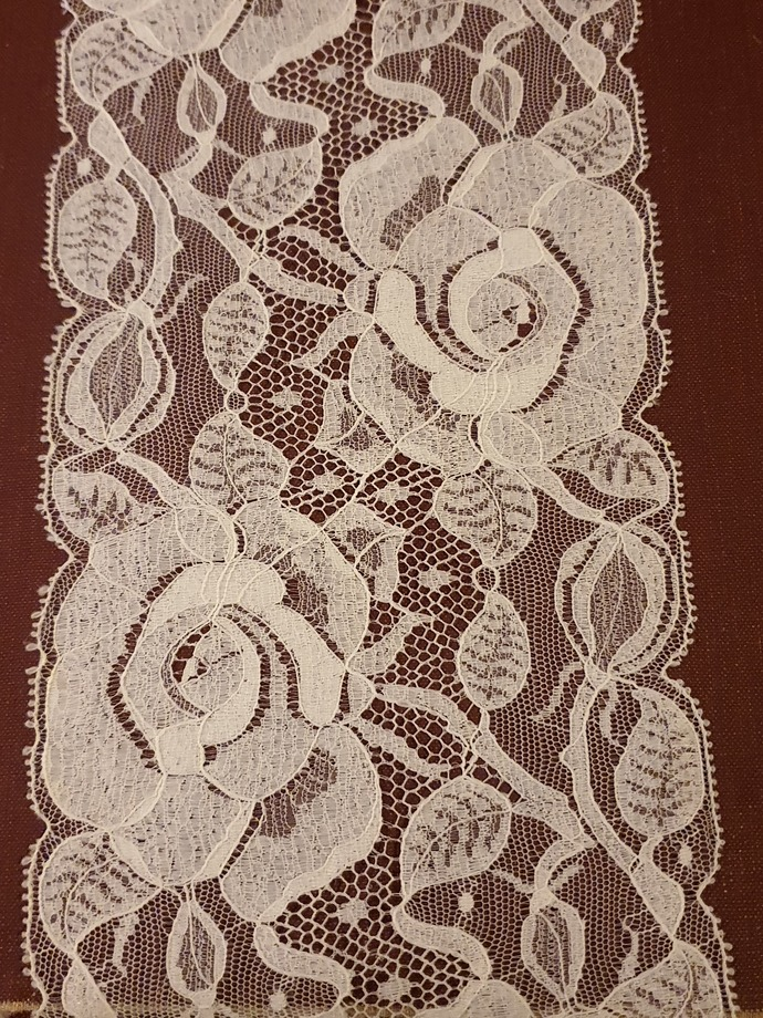 Wide English lace