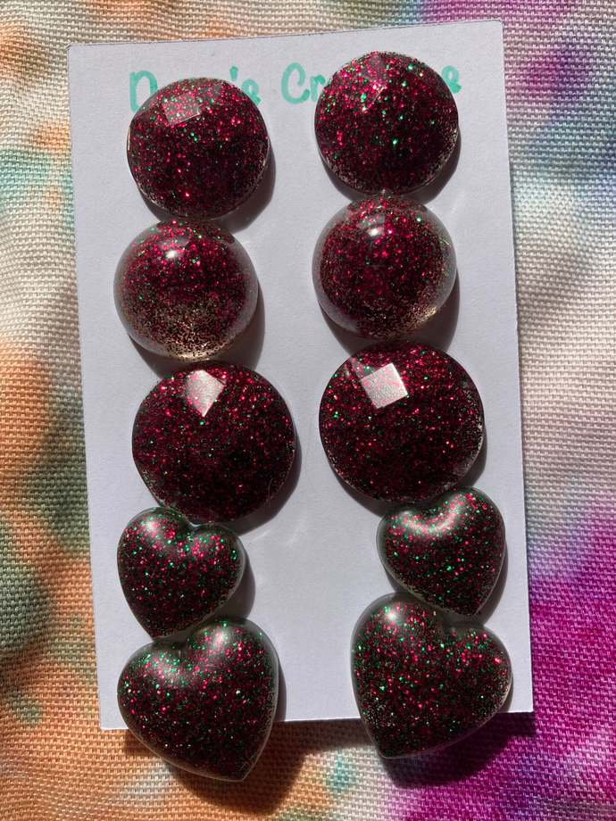 5 pairs resin stud earrings red and green glitter circle heart