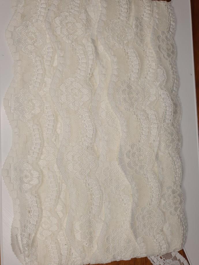 Stretch Raschel scalloped lace