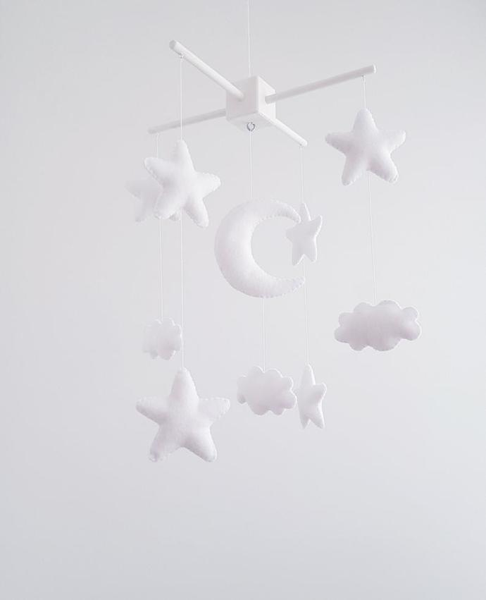 White stars baby crib mobile, Nursery crib decor, felt stars moon clouds nursery